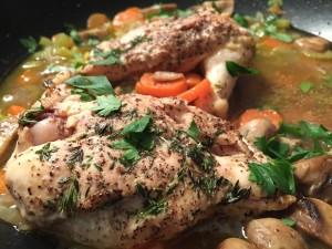 Tina kyckling i kyl över natten eller snabbare i vatten